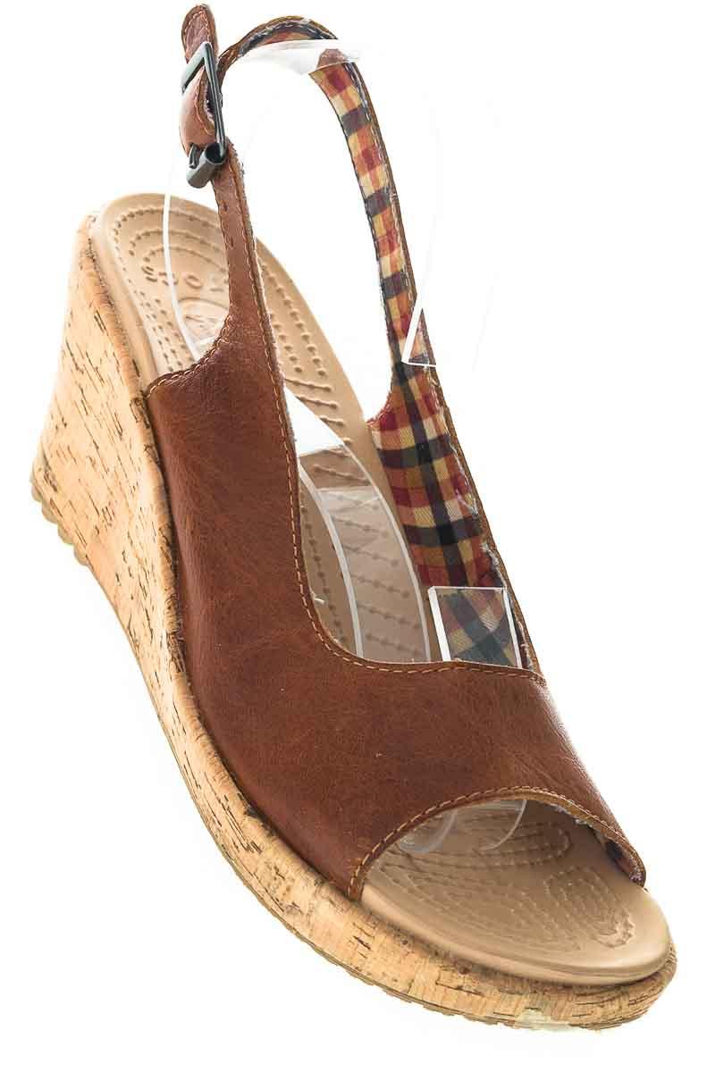 Zapatos Sandalia color Café - Crocs