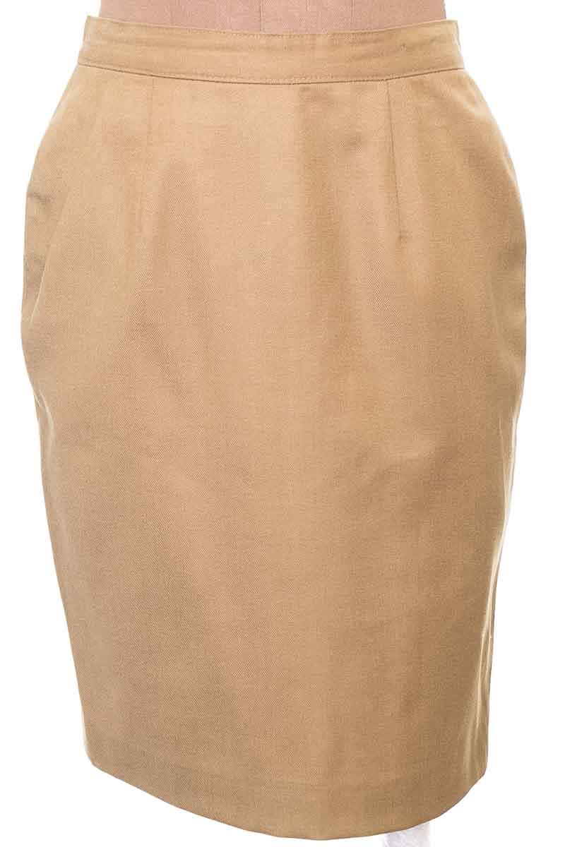 Falda Elegante color Beige - Closeando