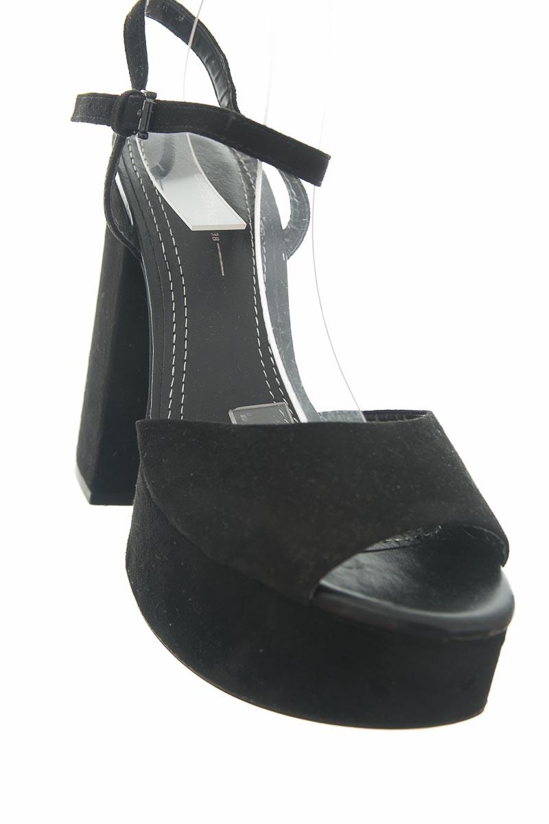 Zapatos color Negro - Bershka