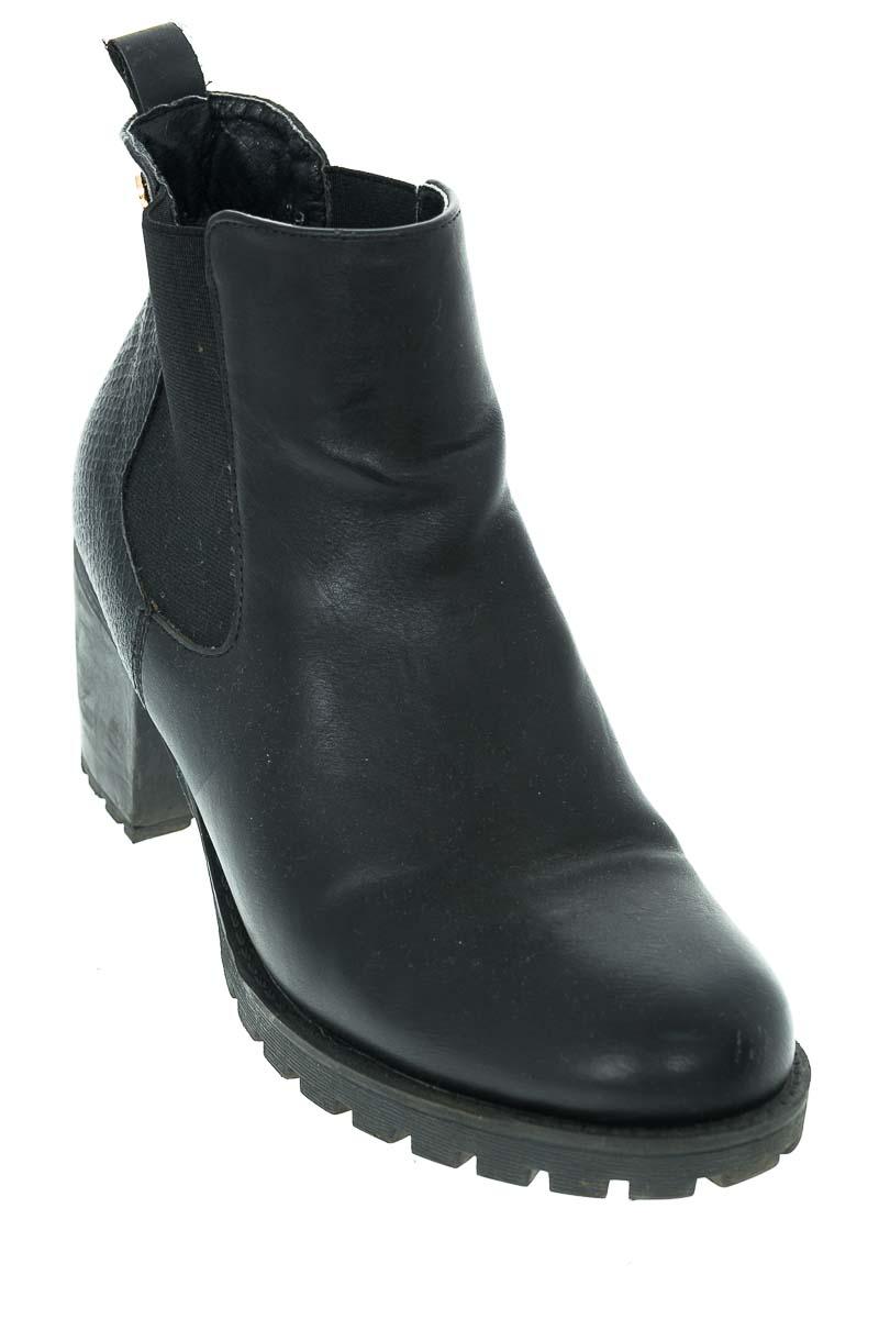 Zapatos Botín color Negro - XTI