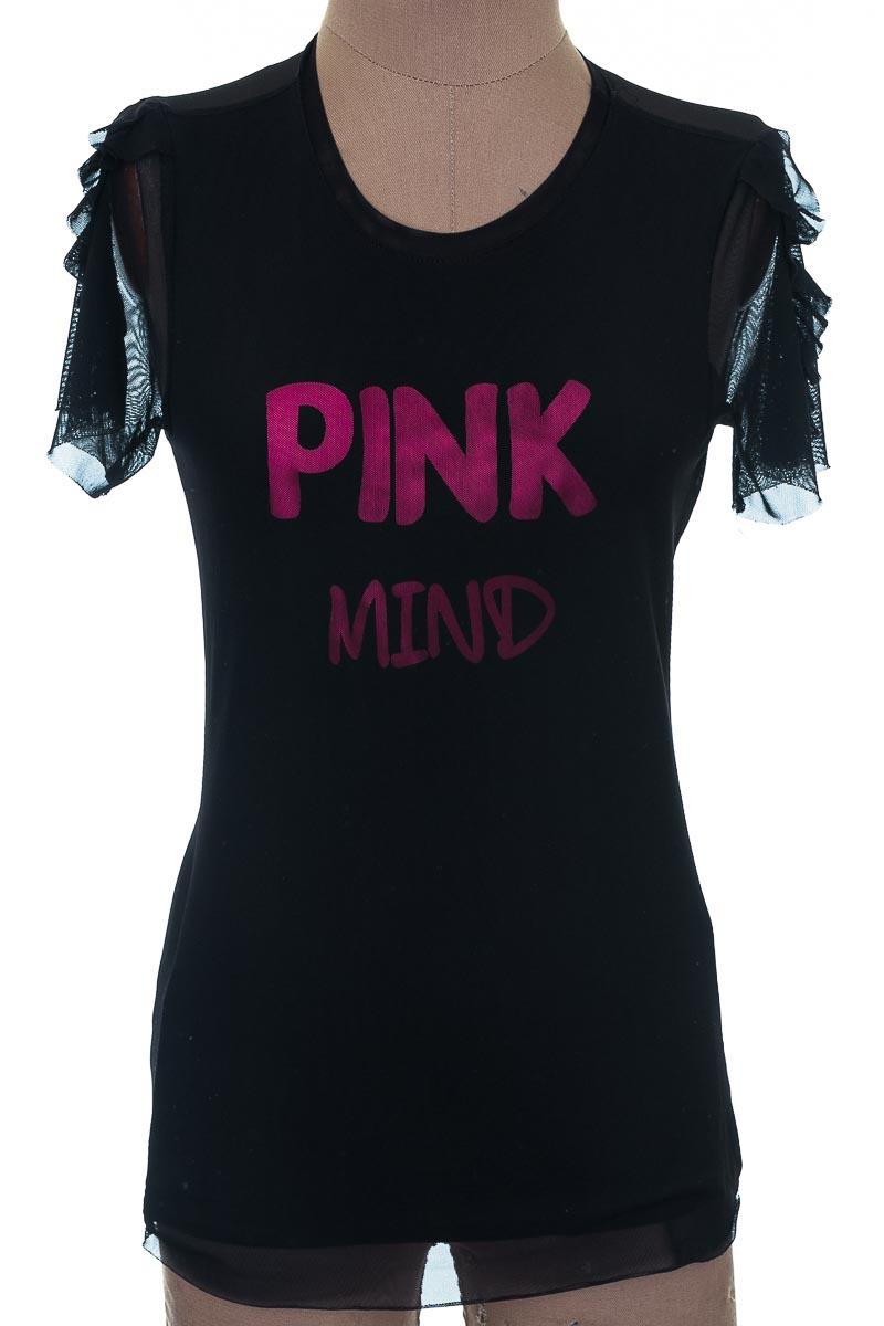Top / Camiseta color Negro - Closeando