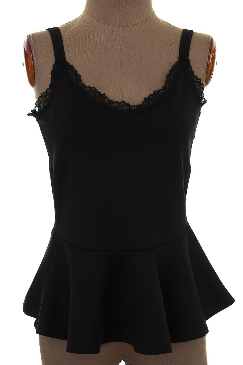Top / Camiseta color Negro - Carmel