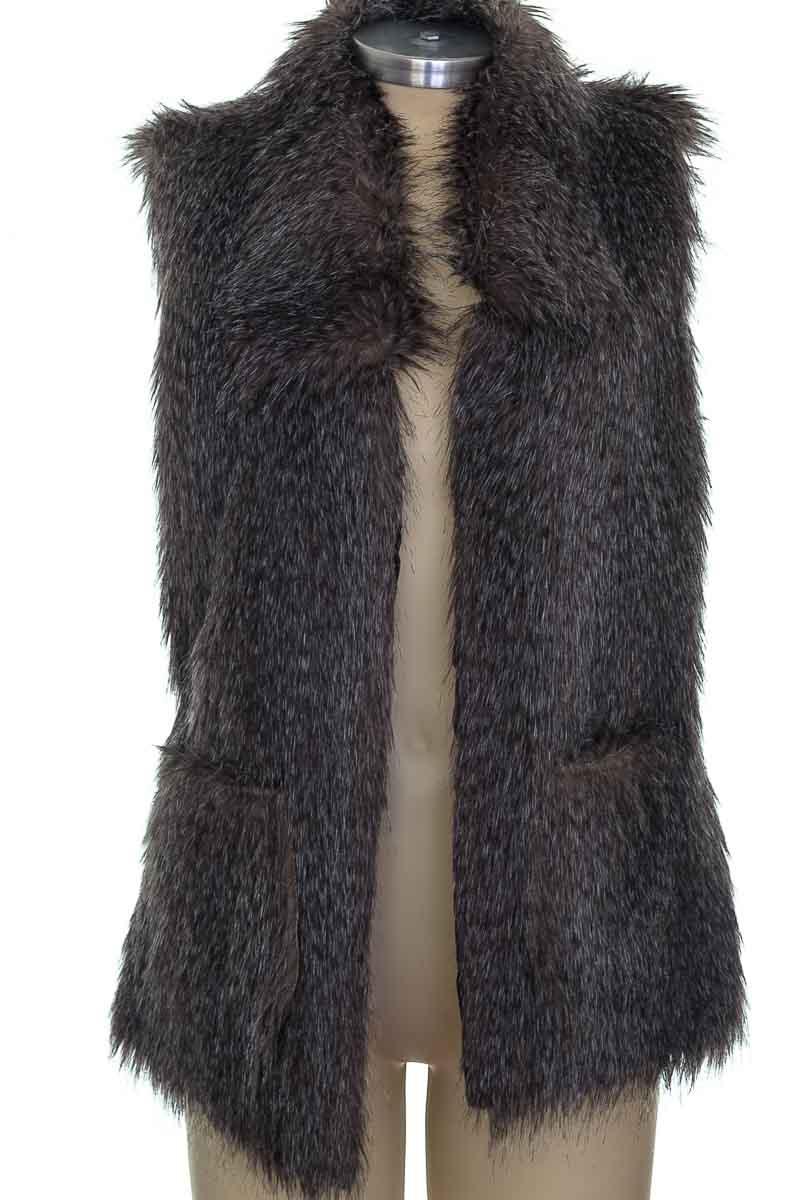 Chaqueta / Abrigo color Gris - Closeando
