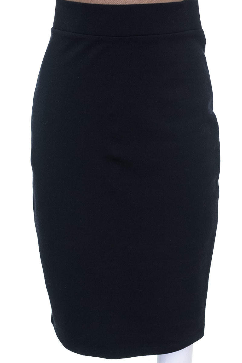 Falda Casual color Negro - Forever 21