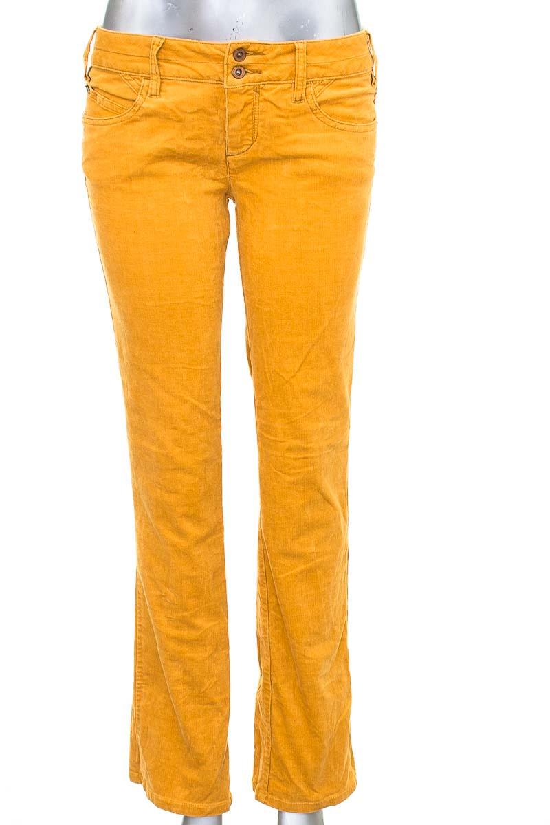Pantalón Casual color Amarillo - Chevignon
