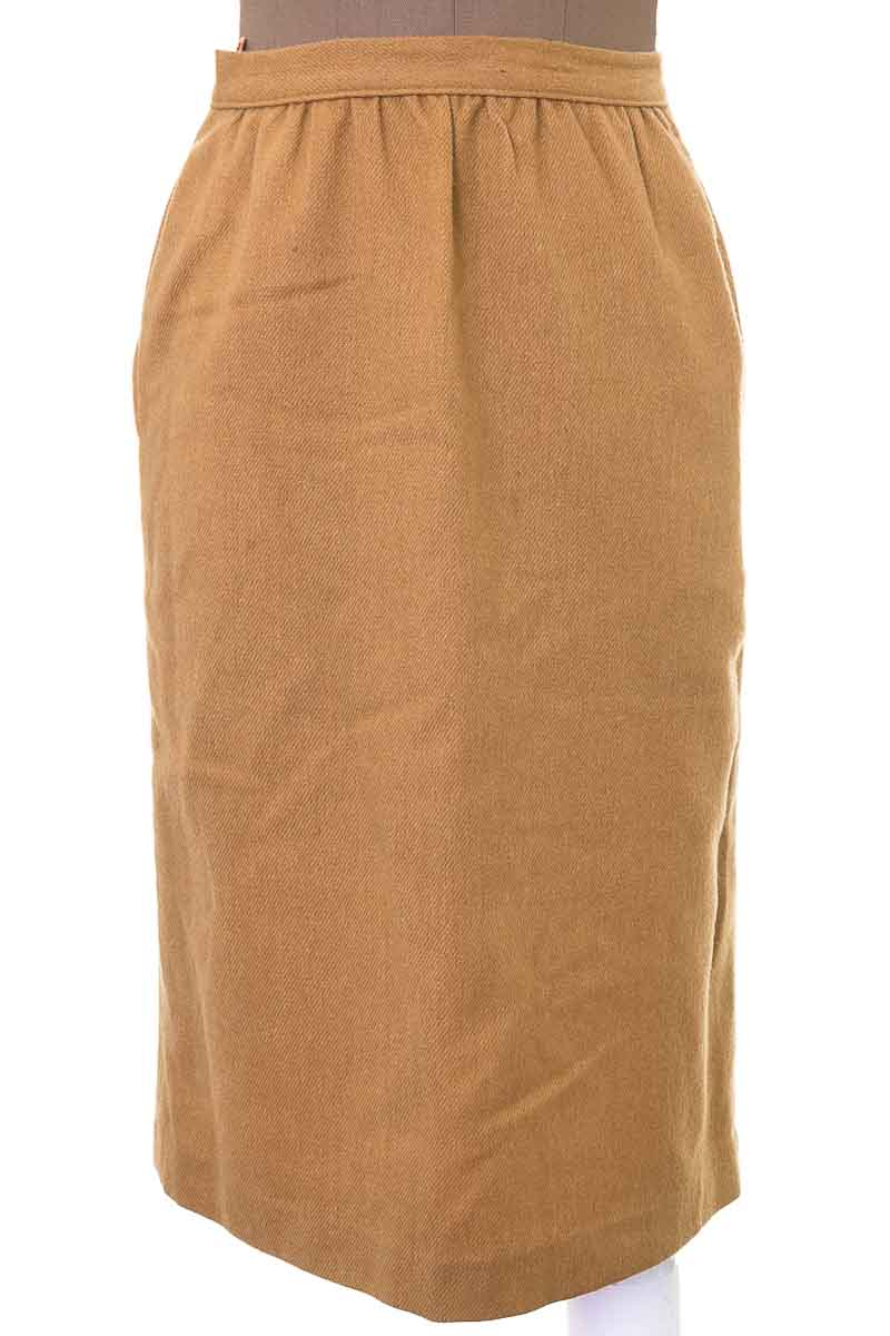 Falda Elegante color Beige - Closeando