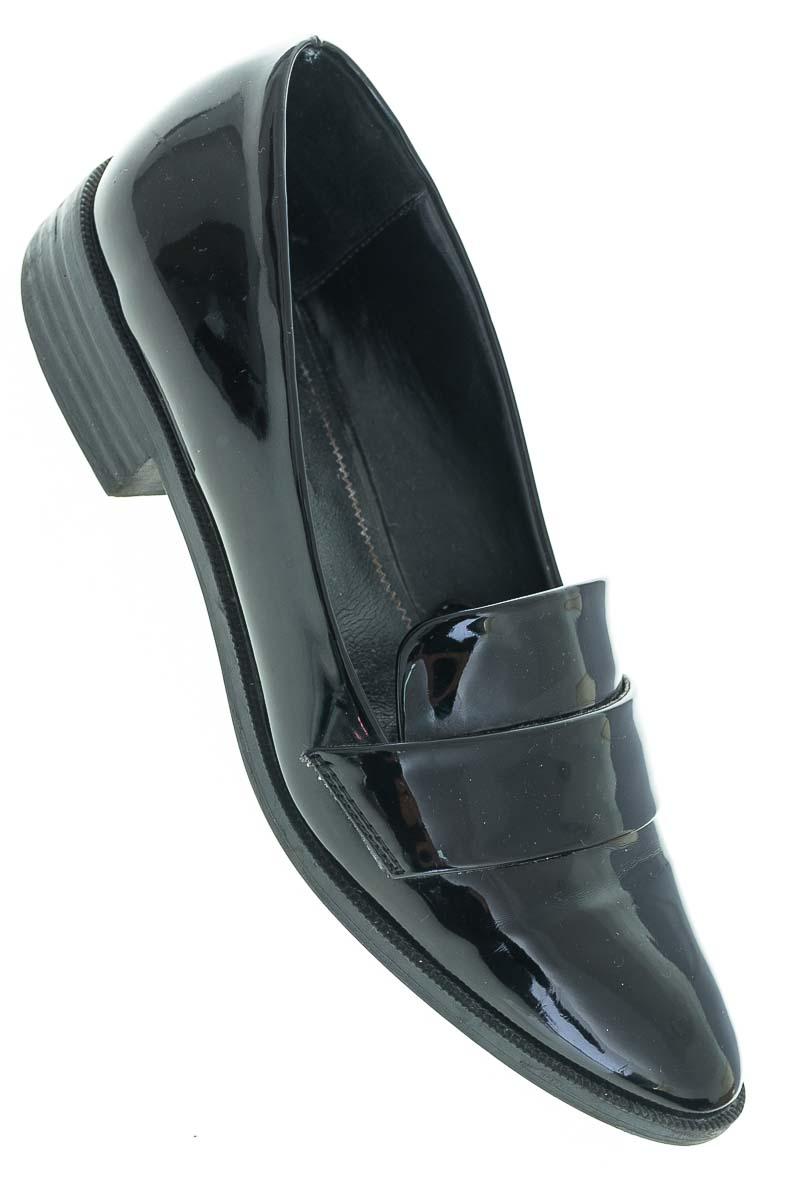 Zapatos color Negro - Zara