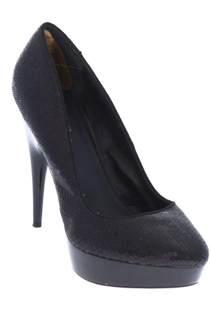 Zapatos Tacón color Negro - Bershka