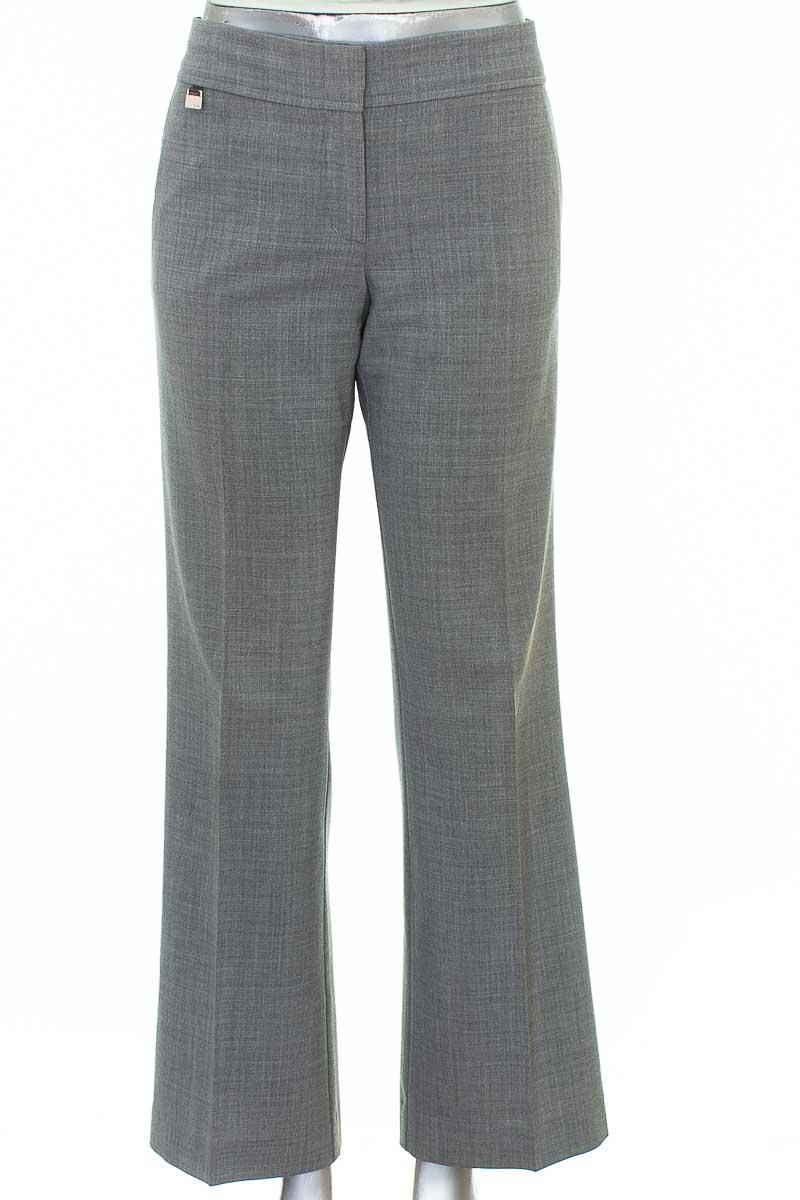 Pantalón color Gris - BCBG