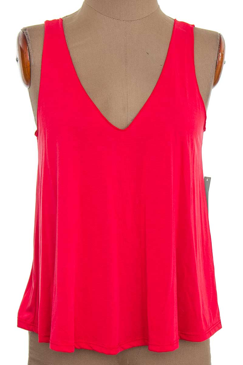 Top / Camiseta color Rojo - Abound