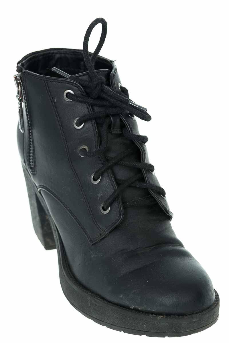 Zapatos Botín color Negro - Bershka