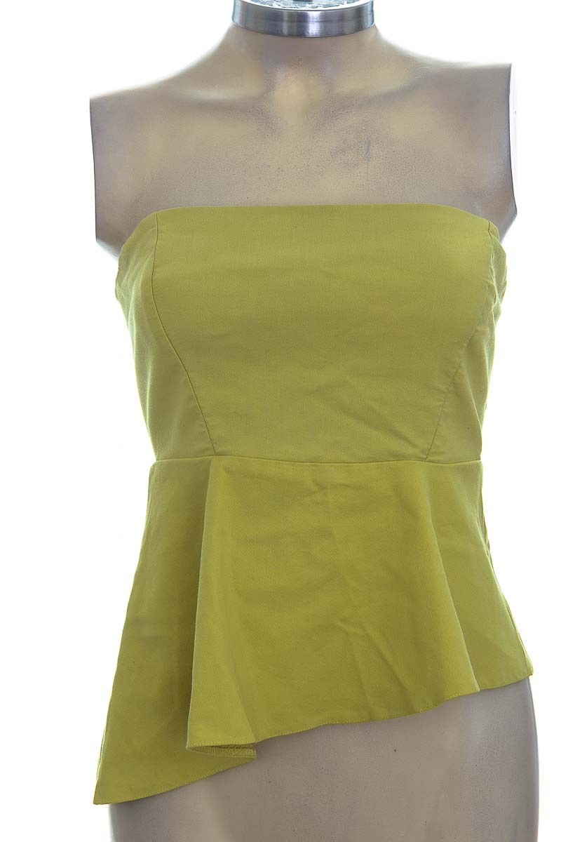Top / Camiseta color Verde - Zara
