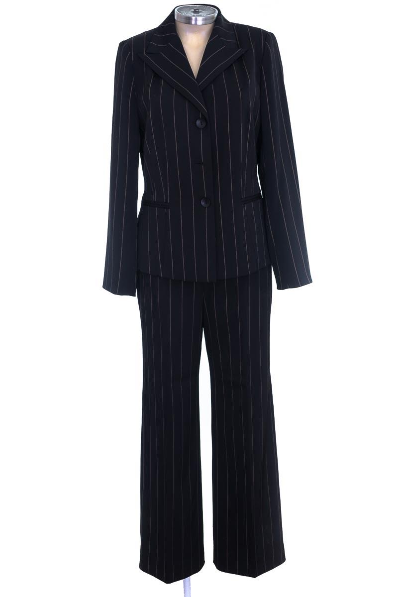 Conjunto color Negro - Le Suit