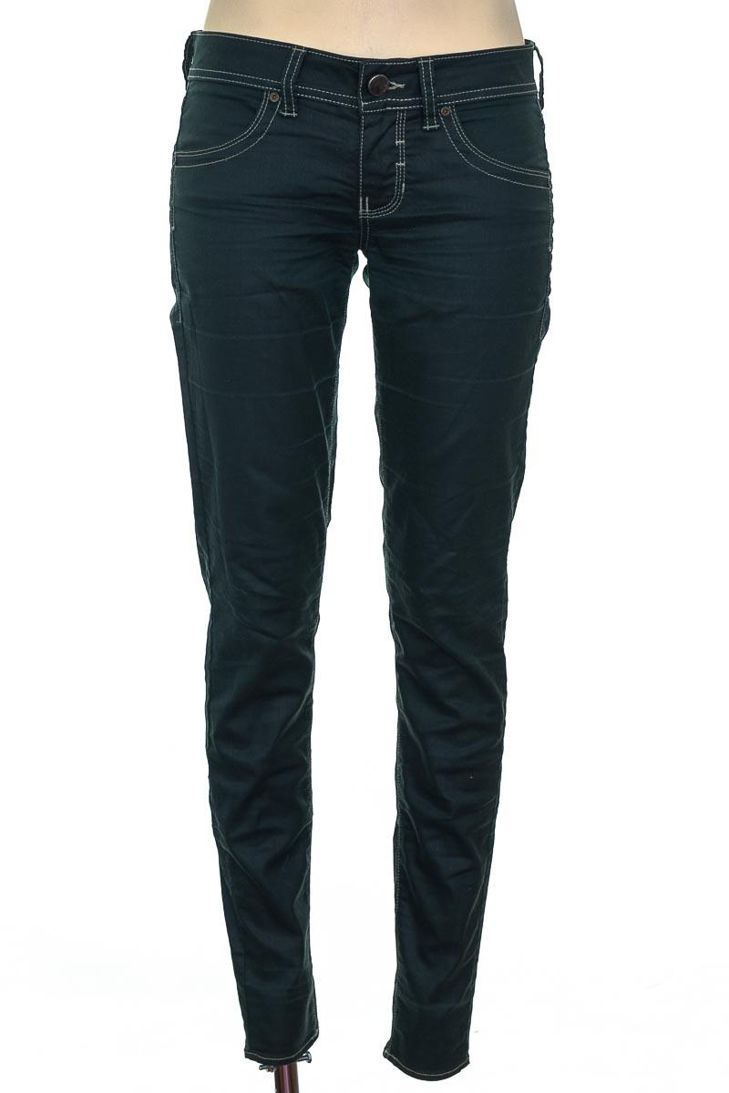 Pantalón color Verde - Chevignon