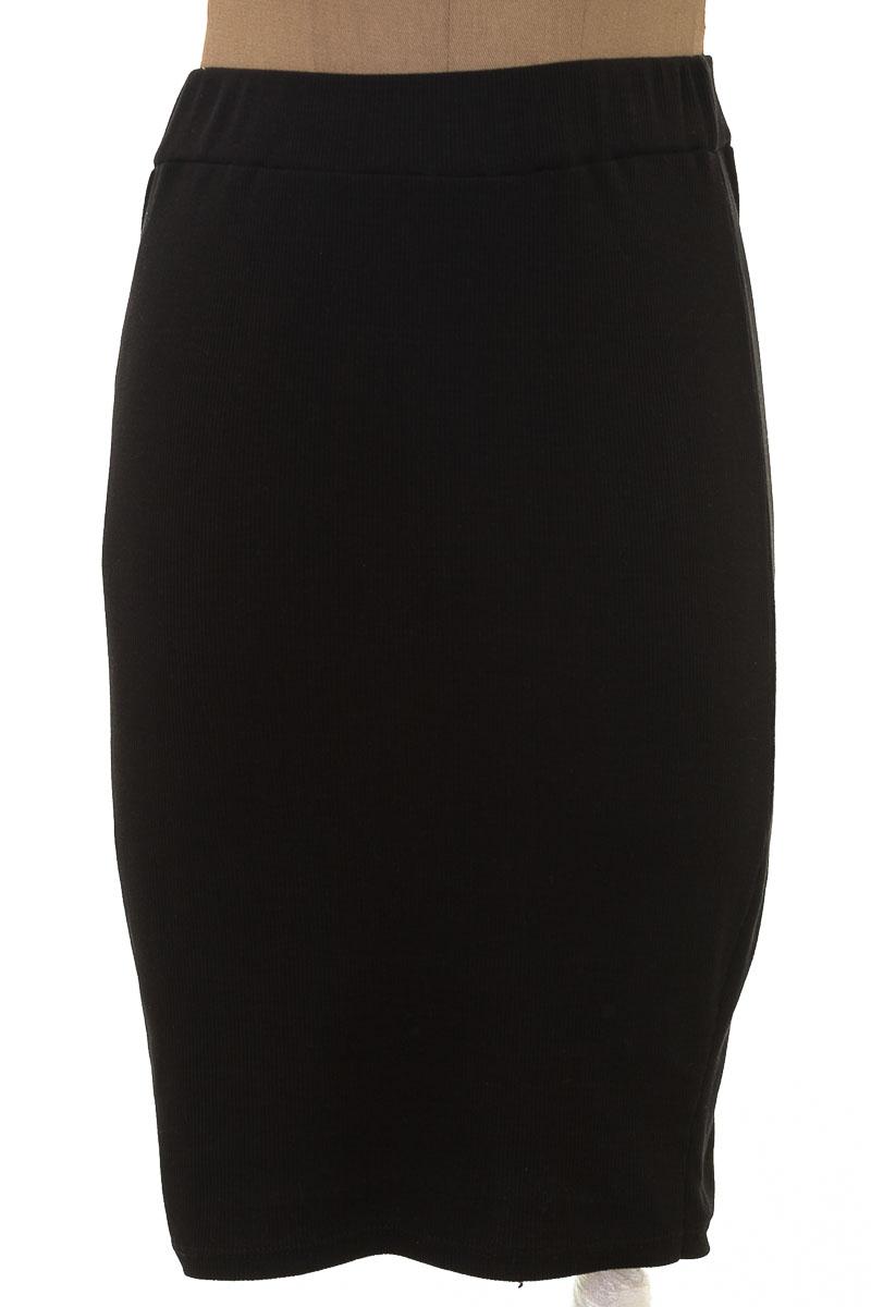 Falda Elegante color Negro - Pacífika