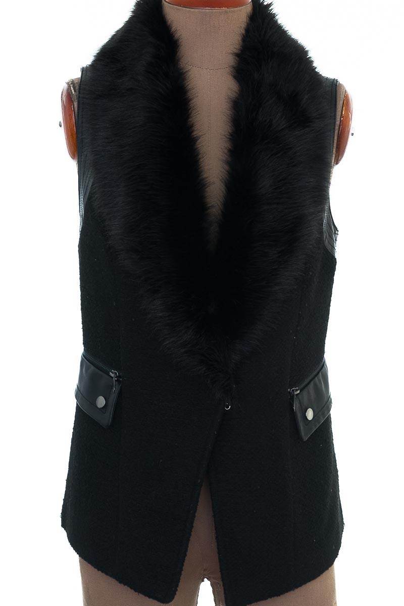Chaqueta / Abrigo color Negro - Forever 21