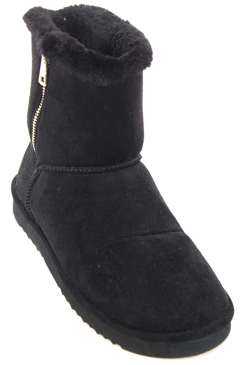 Zapatos Bota color Negro - Stradivarius