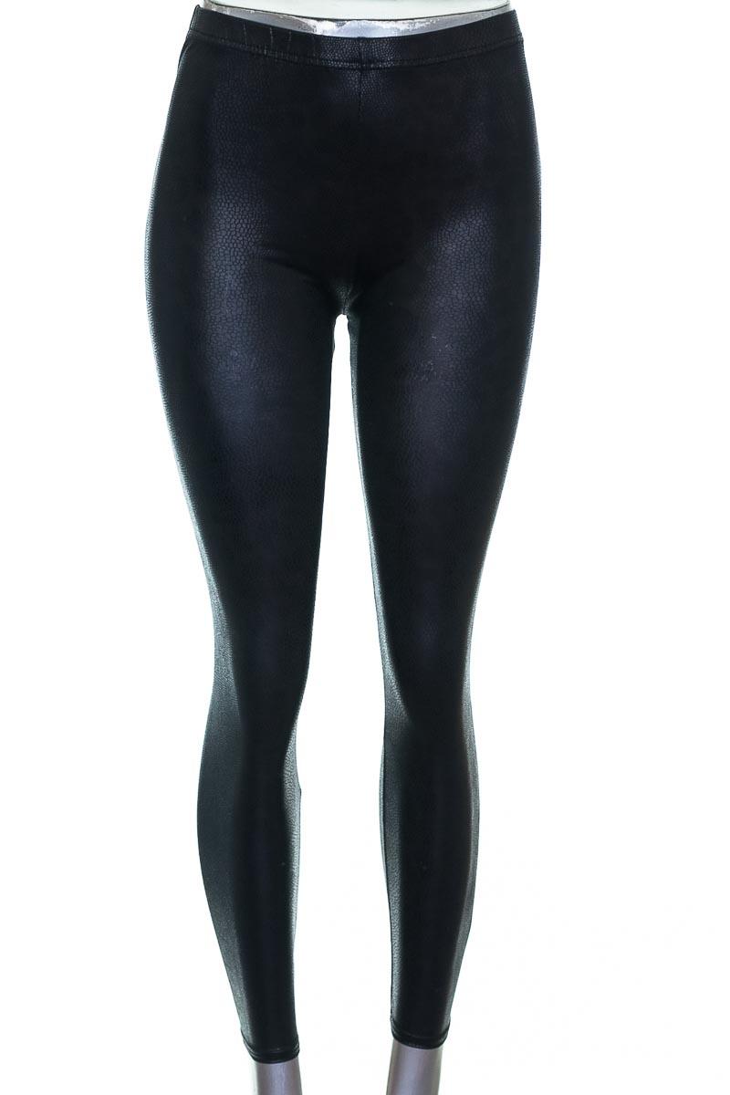Pantalón color Negro - Etiqueta