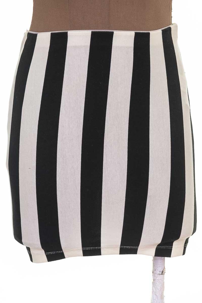 Falda Casual color Negro - Bershka