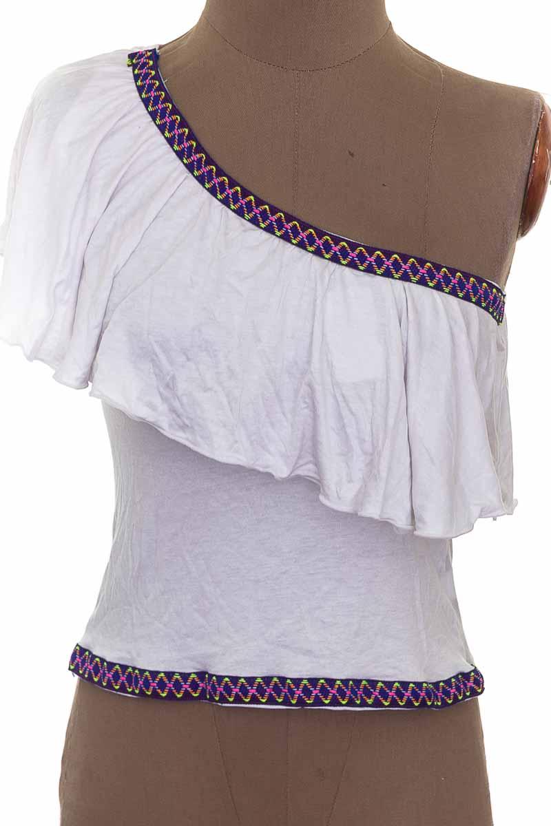 Top / Camiseta color Blanco - Closeando