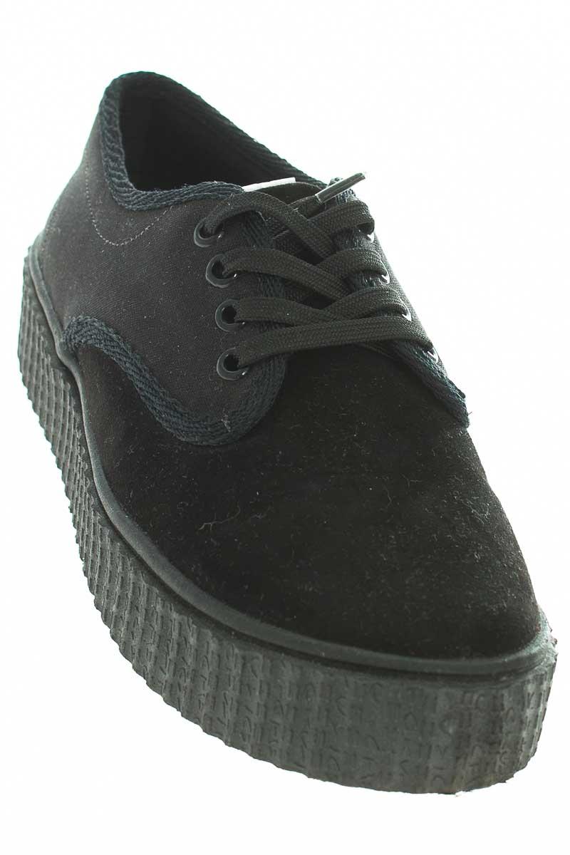 Zapatos Tenis color Negro - Closeando