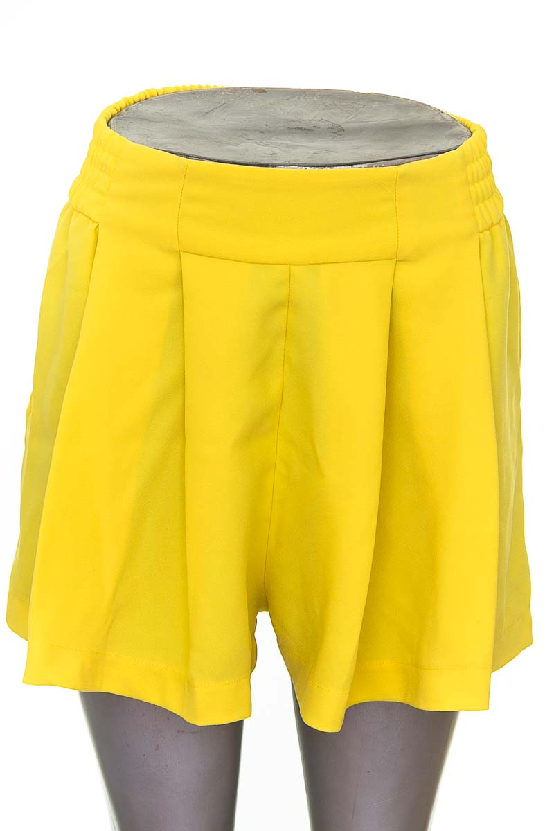 Short Casual color Amarillo - Zara
