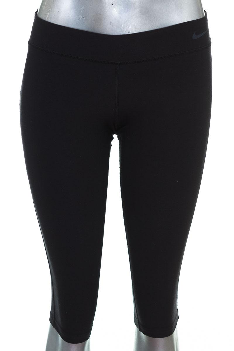 Ropa Deportiva / Salida de Baño color Negro - Nike