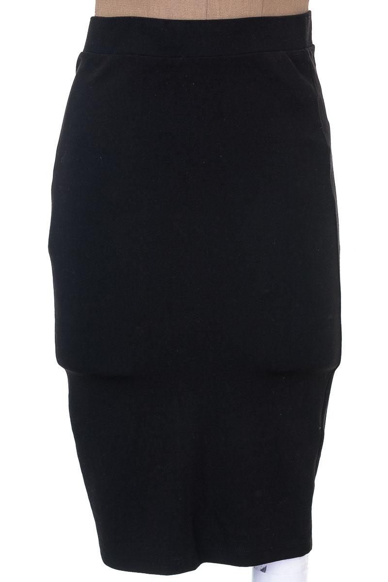 Falda Elegante color Negro - Stradivarius