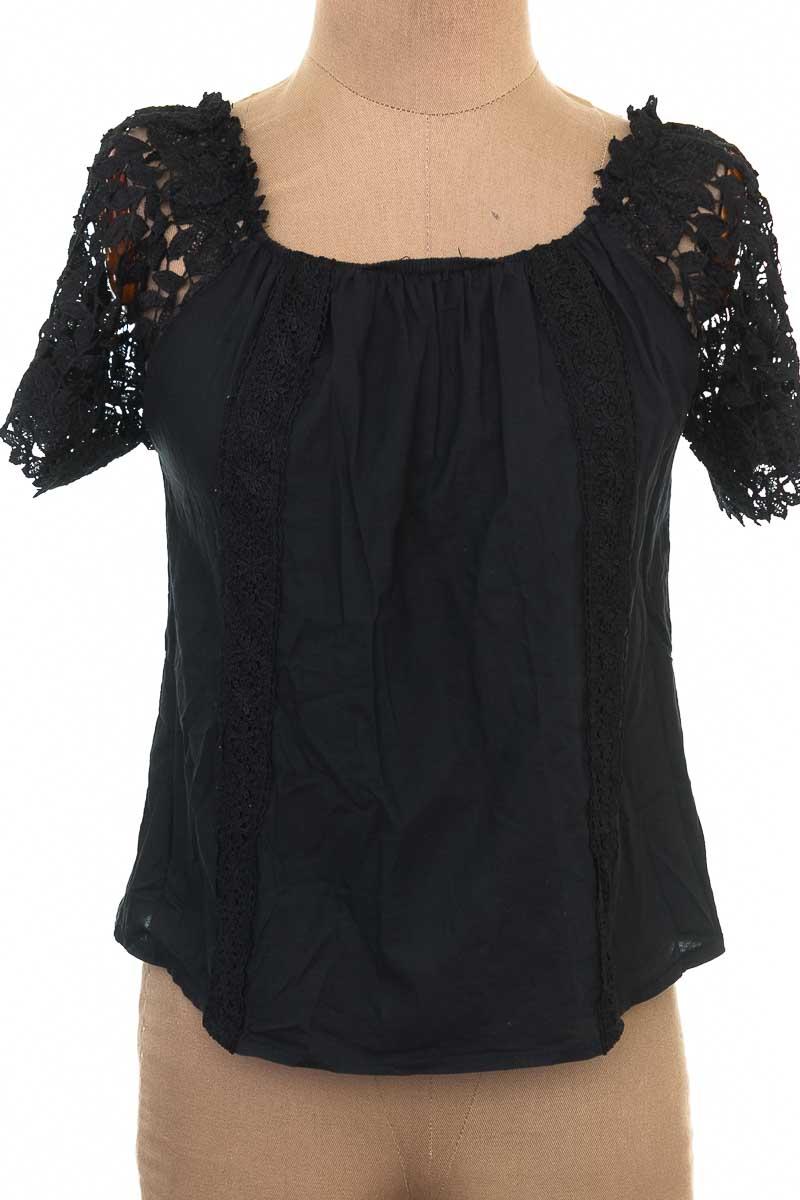 Blusa color Negro - Bella