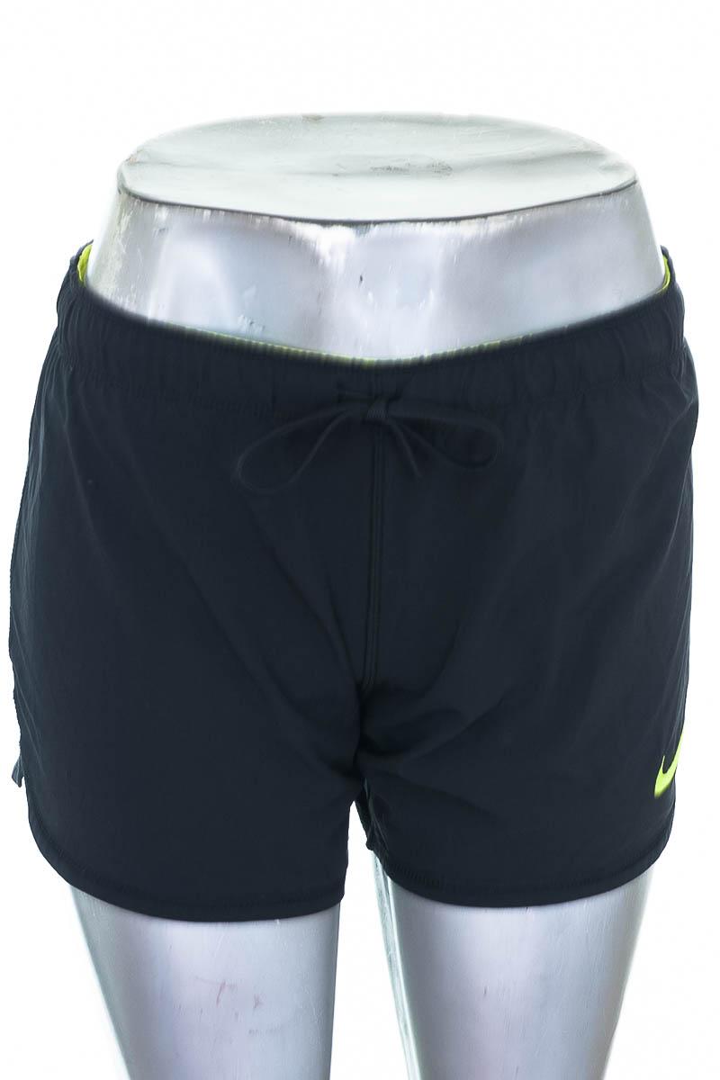 Ropa Deportiva / Salida de Baño Short Deportivo color Negro - Nike