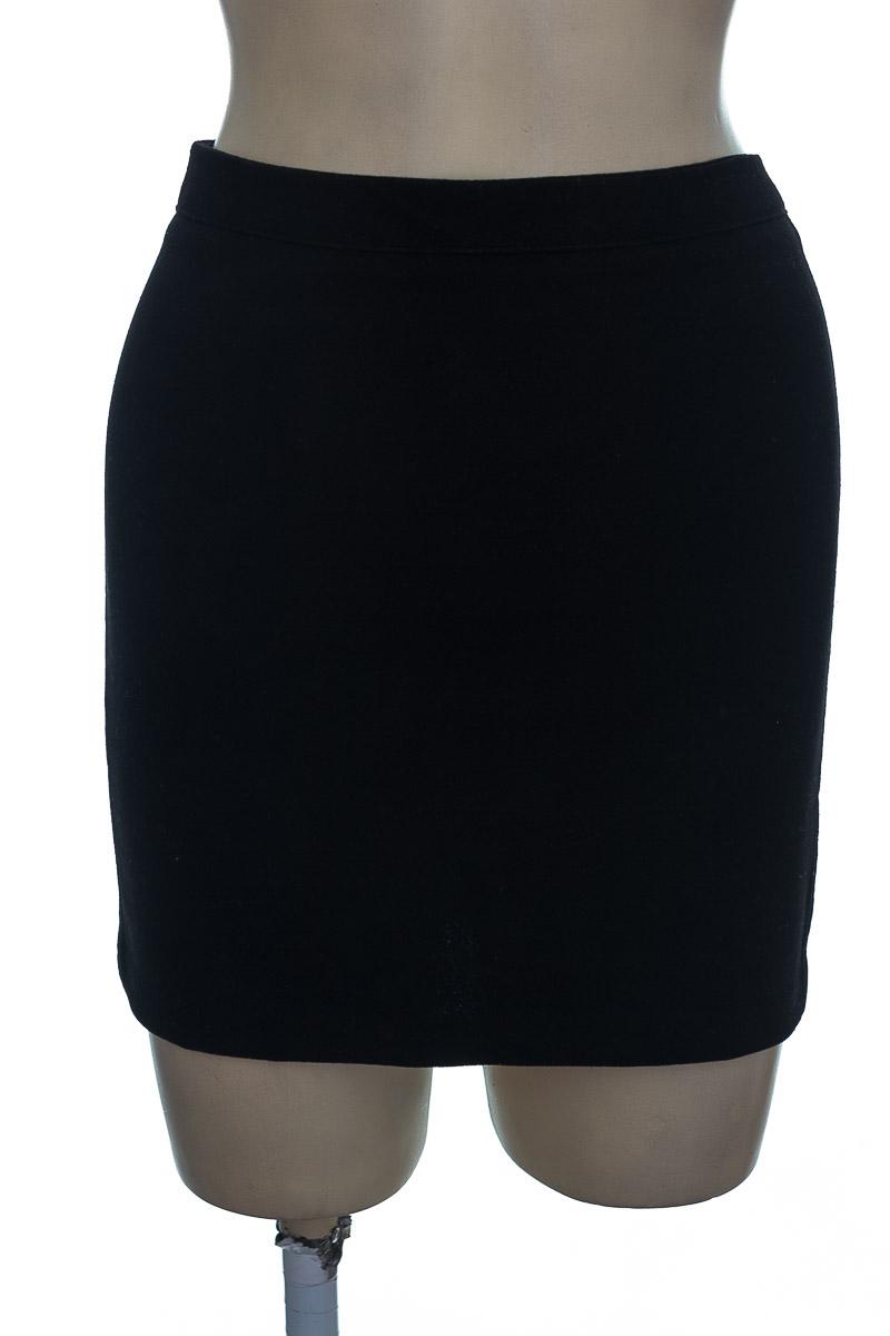 Falda color Negro - Stradivarius