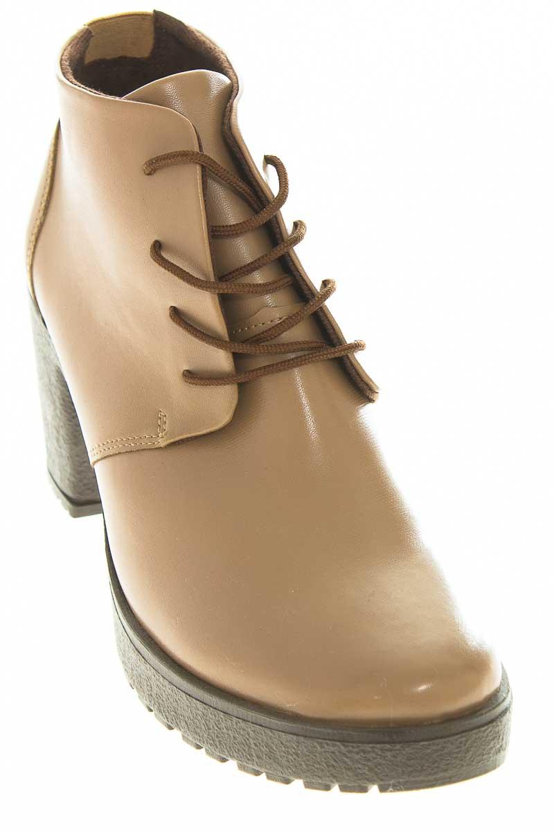 Zapatos Botín color Beige - Aquiles