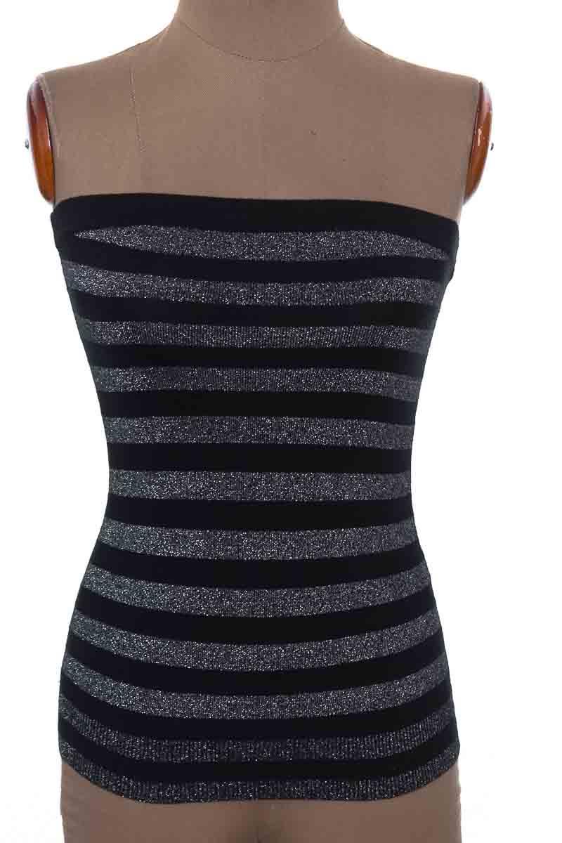 Top / Camiseta color Negro - Express