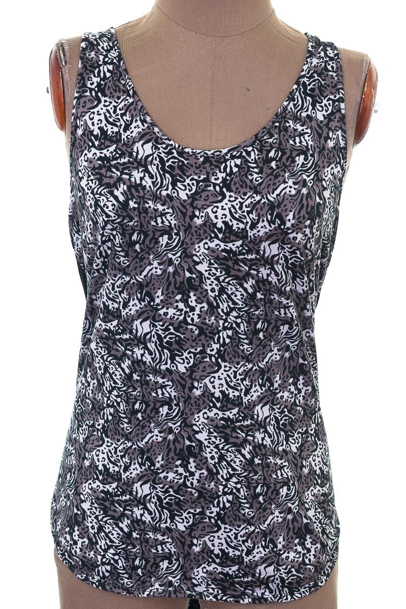 Top / Camiseta color Negro - Dakota