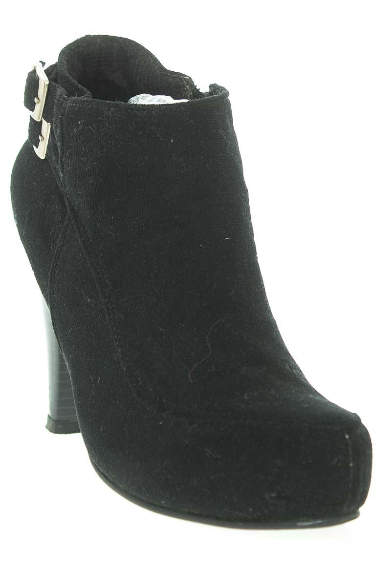 Zapatos Botín color Negro - Closeando
